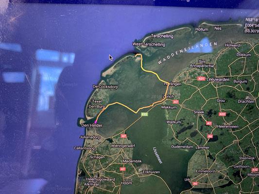 Um die Schaukelei der Fahrt von Borkum nach Vlieland nicht zu wiederholen, habe ich die Route im Schutz der Inseln gewählt ... eine gute Wahl!