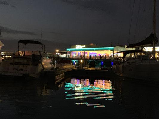 ... Hafenkneipen bei Nacht ...