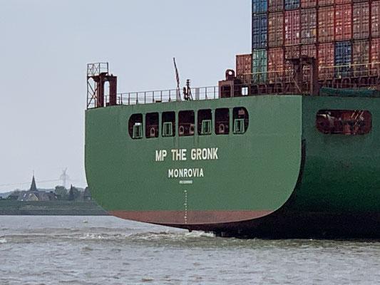 "Immer wieder große Frachter ... ""The Gronk"" ... ein knapp 300 Meter langer Frachter ... putziger Name!"
