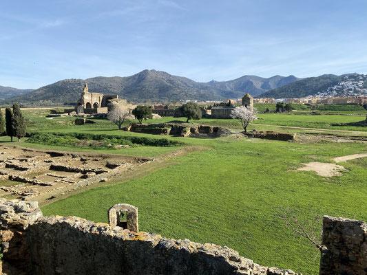 ... da Ruinen einer alten Römersiedlung angeschaut ...