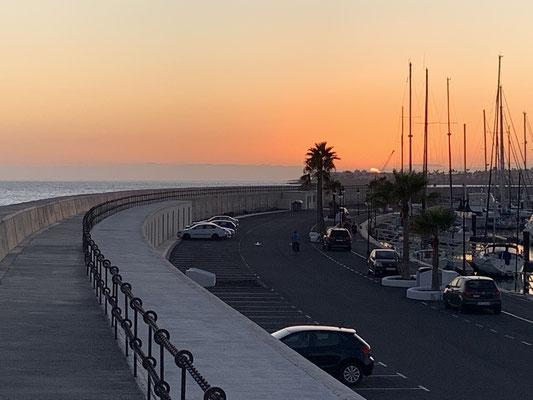 ... Kaimauer der Marina ...