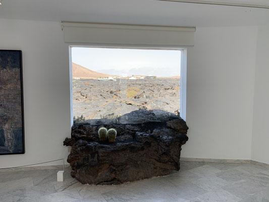... auch toll die Panorama-Fenster die aus dem Haus den Blick über die Lava-Felder erlauben.