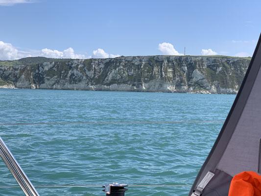 ... die Küste (eigentlich jetzt bis ich Frankreich verlasse) ist sehr felsig ... überwiegend Steilküsten!