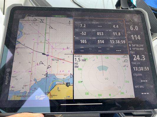 Zeit eine Ansicht zu basteln die mir alle wesentlichen Informationen auf das iPad schickt. Linke Hälfte die Kartenansicht mit AIS Signalen, rechts oben alle Angaben zum Wind, unten rechts Radar!