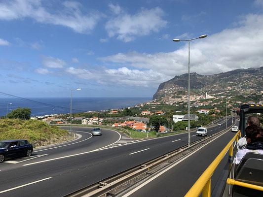 ...erste Eindrücke der Steilküsten und Gebirge ...