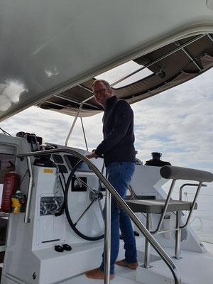 ... keine Hochleistungssegelmaschine ... aber macht gemütliche 6 oder 7 Knoten ... das macht den Skipper glücklich!!!