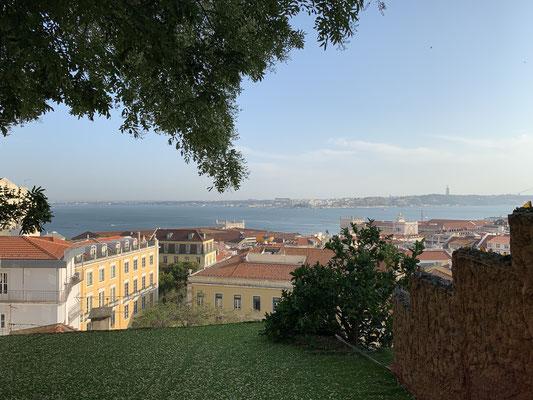 """... mit herrlichem Ausblick über die Stadt ... und das Essen war echt super ... gegrillte Garnelen, Dorade, Weißwein ... das war ein Besuch wert!"""""""