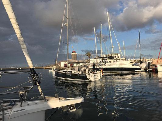 Morgens um ca. 08:30 am 4. Dezember habe ich die Marina Rubicon auf Lanzarote  guter Dinge verlassen.