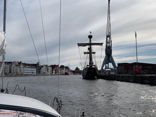 """... rechts abbiegen ... vorbei an der """"Lisa von Lübeck"""" ..."""