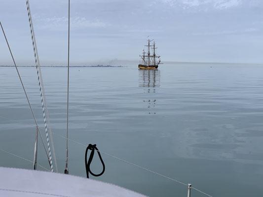 ... absolut kein Wind ... d.h. den ganzen Tag unter Motor fahren ... hier ein altes Segelschiff vor Oostende!