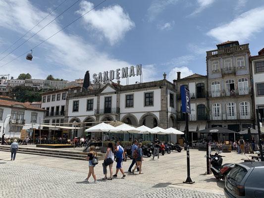 Porto ist eine tolle alte Seefahrer Stadt ... Sandmann Portwein ist allgegenwärtig!