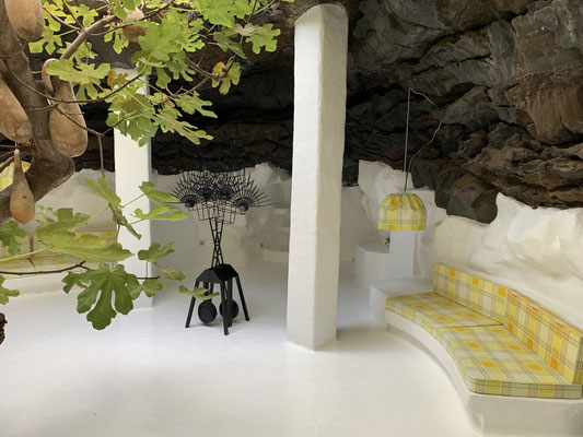 """inklusive unterirdischer """"Lava-Bubbles"""" in denen Manrique Räume hat schaffen lassen ..."""