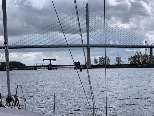 11:40 Uhr fange ich an alles zum Ablegen vorzubereiten ... 11:55 Uhr bin ich dann unterwegs Richtung Klappbrücke (Ziegelgrabenbrücke Stralsund)