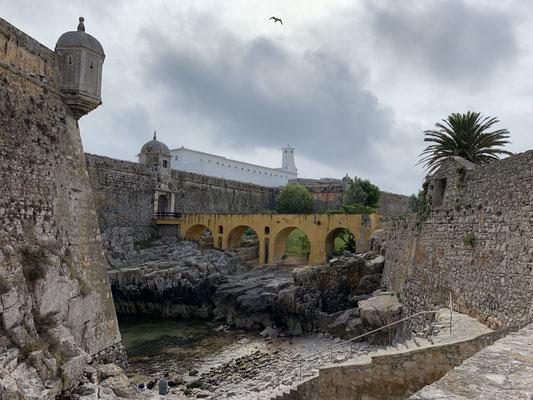 ... und einer der fast überall gegenwärtigen Festungsanlagen, die man eigentlich in allen Orten der Atlantikküste Portugals findet ... aber trotzdem immer wieder schön anzuschauen!