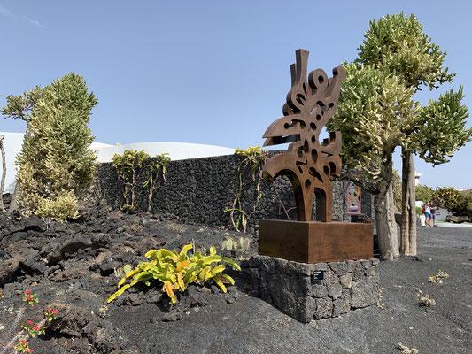 Manrique hat in den Lava-Feldern unter anderem ein tolles Haus geschaffen, in dem viele seiner Werke heute zu sehen sind ...