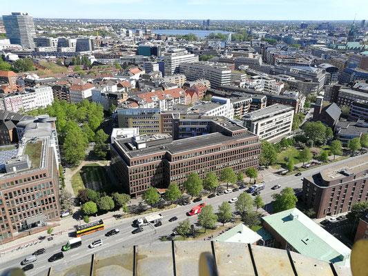 Blick vom Michel aufs Büro ... Gruß an die Metroplaner!!! (Danke Anna für das tolle Foto!)