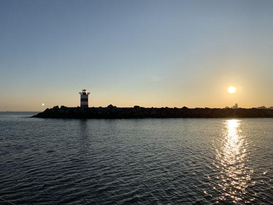 Dann geht es wieder in aller Frühe los Richtung Zeebrügge ... noch hängen mir die Sonnenaufgänge nicht zum Hals raus!