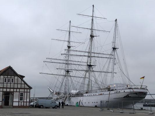 ... Sightseeing im Hafen von Stralsund ... hier liegt die alte Gorch-Fock (nicht das Millionengrab ... sondern die Vorgängerin)