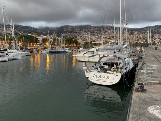Nach 5 Stunden war ich zurück im Hafen, wo ich erfahren habe, dass ich morgen früh raus muss ... da das Wetter gerade passt ...