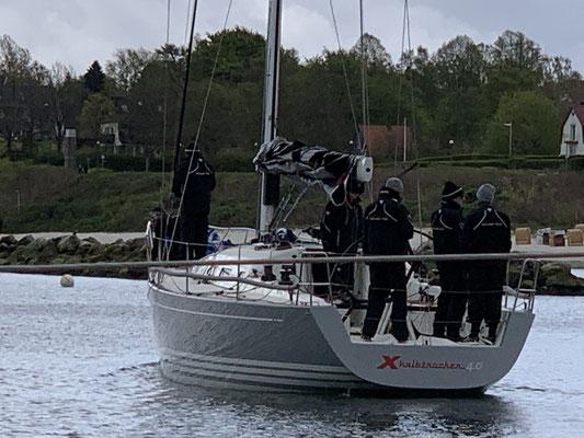 Kiel-Schilksee ist Olympiastützpunkt ... daher kann man auch bei Starkwind den ganzen Tag die Segelmannschaften beobachten wie sie für ein paar Stunden rausfahren.