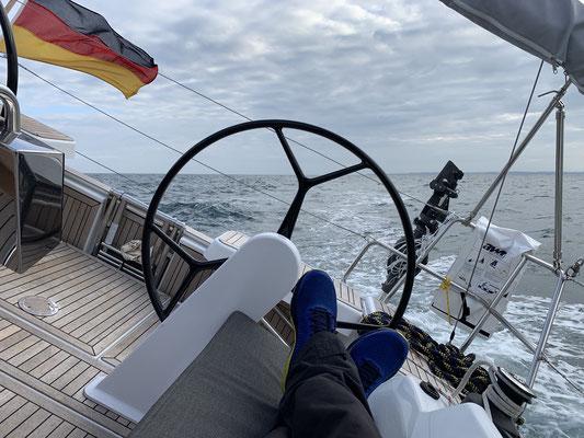 Direkt am nächsten Tag geht es bei ordentlich Wind weiter nach Dieppe ... ich verlasse den Hafen morgens früh zusammen mit einer Handvoll anderen Boot ... und prompt beginnt ein kleines Rennen nach Dieppe ... ich war erster .o) ... Plan B kann also ...