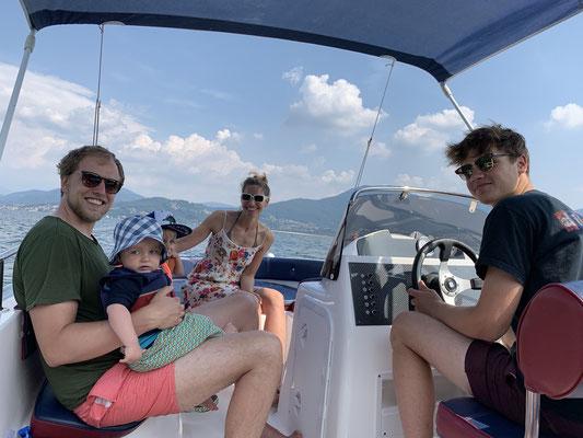 Dazu gab es eine Runde mit dem Motorboot auf dem Lago ...