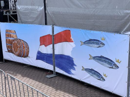 ... der Trubel ist aufgrund des holländischen Nationalfeiertages zu Ehren des Herings :o) ...