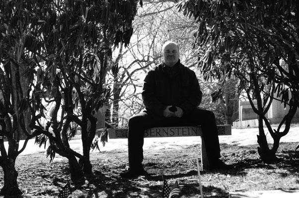Am Grab des großen Leonard Bernstein, Green-Wood-Cimetery in Brooklyn, New York