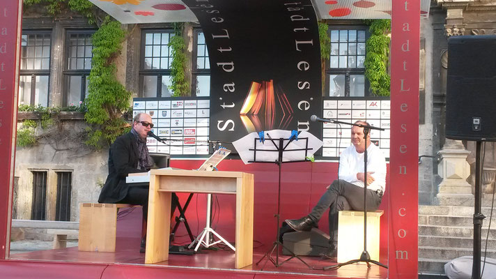 Mit Peter Frank bei einer Openair-Präsentation von Todesblau
