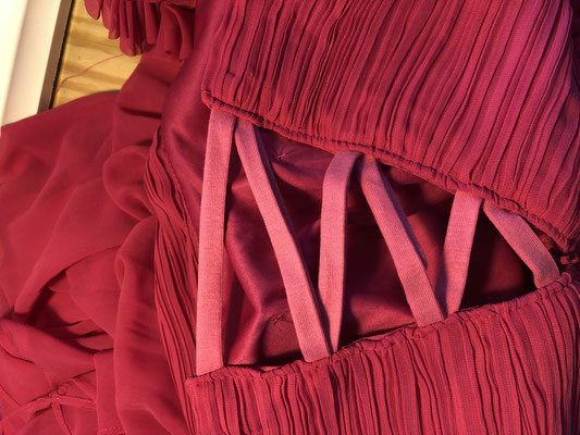 Pose lacet jersey sur robe demoiselle d'honneur