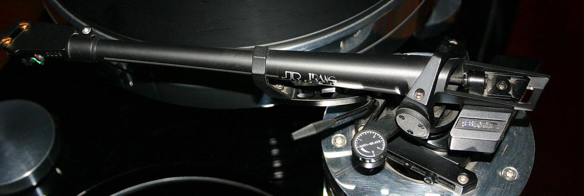 der 5009 in schwarz: wie der 5er, aber das Headshell ist abnehmbar, Dämpferwanne und die praktische Gewichtseinstellung fehlen