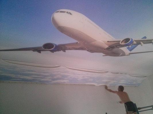 фото -печать самолет на потолке