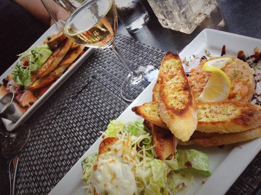 Tartare de Saumon et Salade César