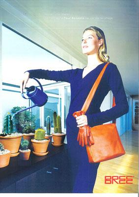 Immer und überall. Damentasche Four Seasons bei der Gartenpflege.