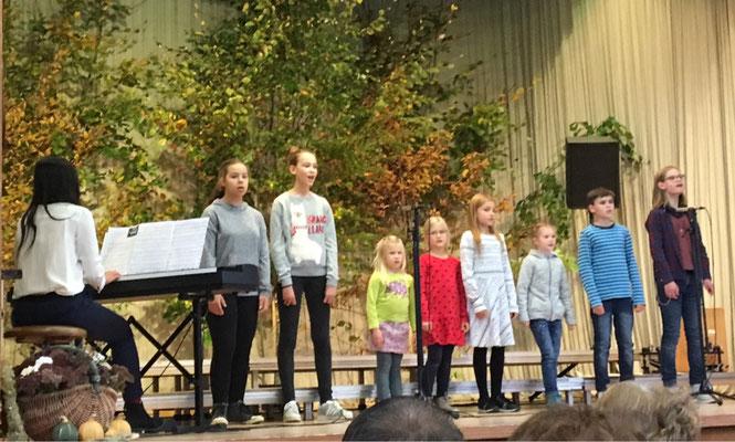 """Kinderchor """"Die Singenden Kids"""" unter der Leitung von Wei-Chen Chen"""