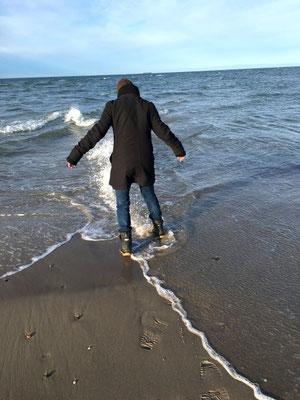 einen Fuß in der Nord- und einen in der Ostsee