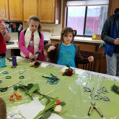 Using fresh flowers, the kids make small nosegays.