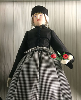 Drenthe :: Sedate black taffeta dress and a checkered apron with a cap that is similar to the caps of Overijssel