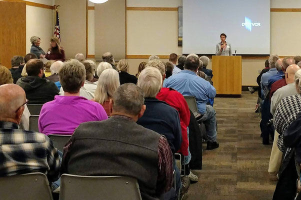 Historical Society President, Mary Beth Timmer, welcomes our speaker, Marjorie Viveen :: photo by Lindsey Kult.