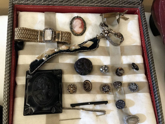 Jewelry and buttons