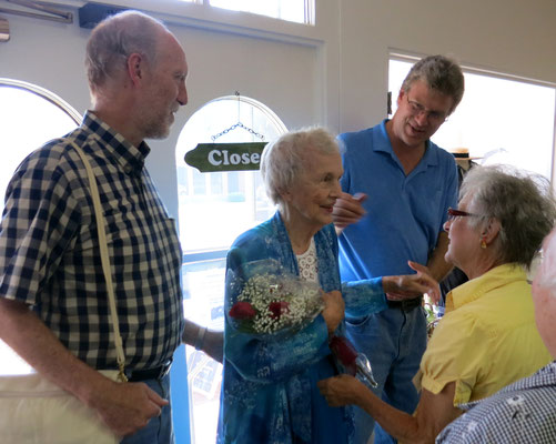 Museum Manager, Suzy Frederick, welcomes the 1941 Chick Queen while her sons, Mark and Paul look on   [photo by Susan]