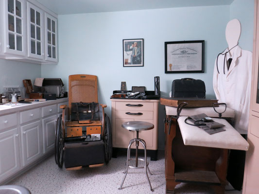 This room is a replica of a 1940s - 1950s doctor's office.