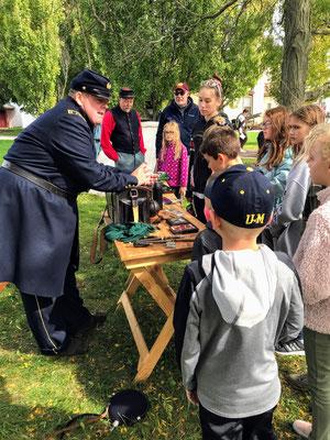 Soldier discusses Civil War artifacts (photo by Susan)