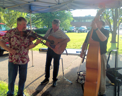 The bluegrass band entertains at the annual ice cream social with leader, Dan Beukema   [photo by Arlene]