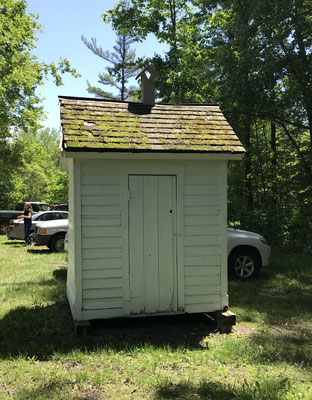 South Evergreen Schoolhouse - 8780 Leonard Road, Coopersville: The outhouse