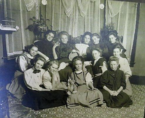 Girl's Sunday School Class :: First Reformed Church - Zeeland, MI. 1910.