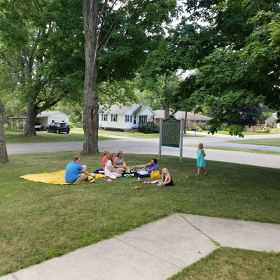 Picnic on the schoolhouse lawn (photo by Debbie)