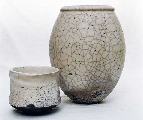 Raku Vase mit Raku Teeschale matt weiß mit großem Krakelee