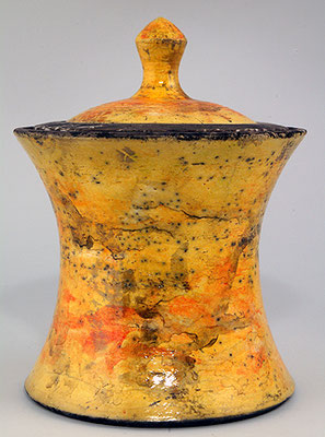 Raku Dose farbig auf gelbem Grund, H: 22