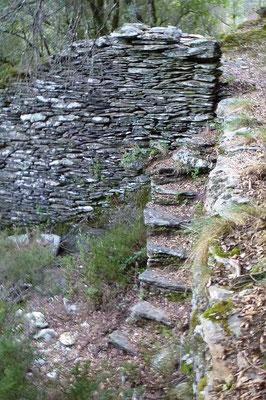 Crapahuter : Escalier d'accès aux bancels